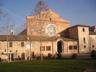 abbazia_di_fiastra-e1522428291657-325x243