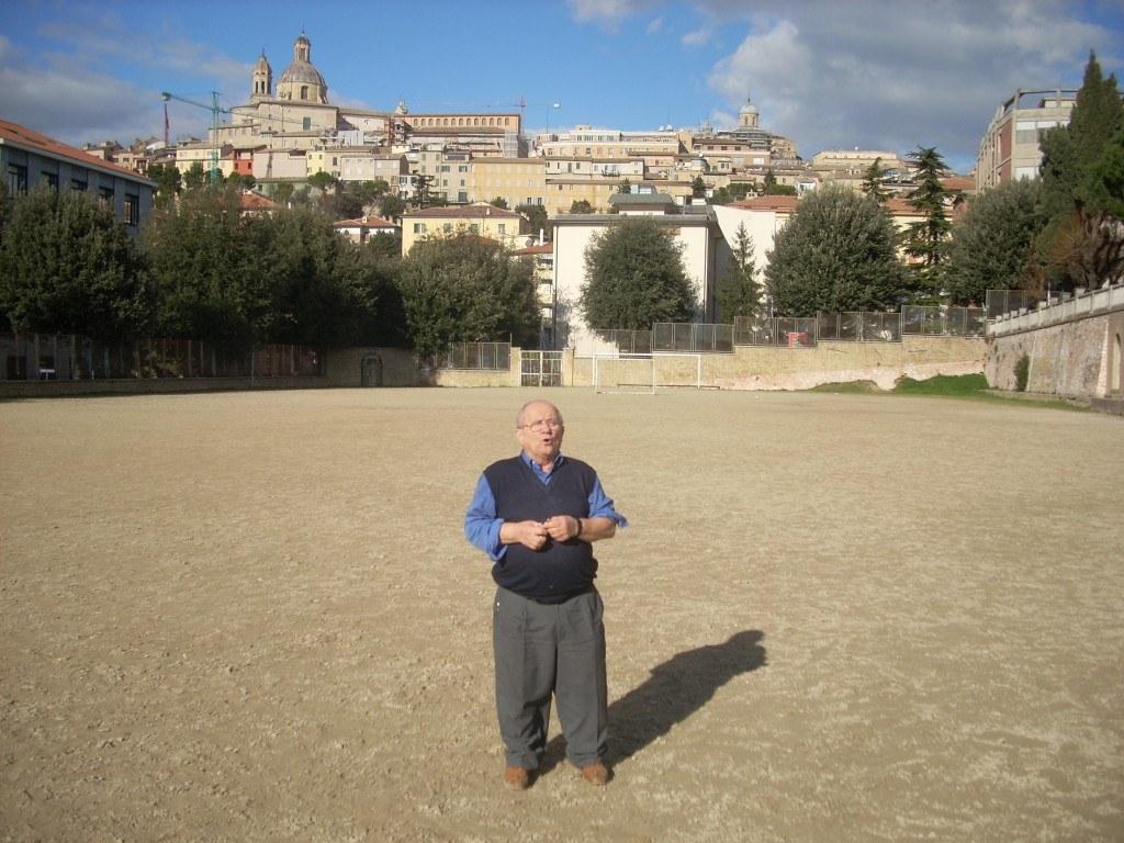 Don Ennio Borgogna qualche anno fa all'oratorio dei Salesiani di Macerata