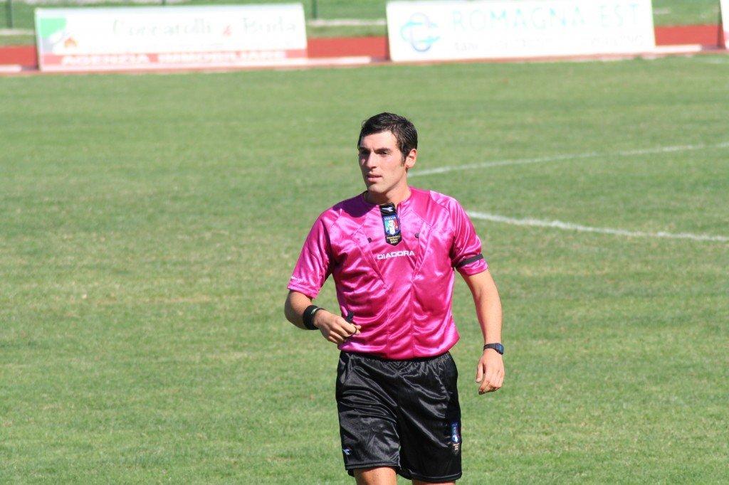 L'arbitro maceratese Juan Luca Sacchi