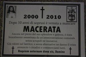 manifesti-lutto-macerata4-300x200