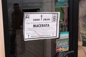 manifestiluttomacetrata6-300x200