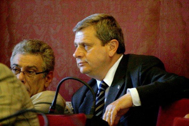 L'ordine del giorno è stato proposto da Giuliano Meschini (Idv)