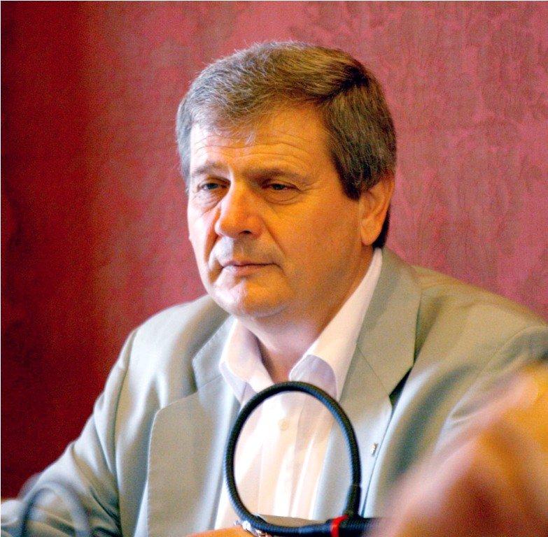 L'ordine del giorno è stato presentato da Giuliano Meschini, consigliere comunale dell'Idv