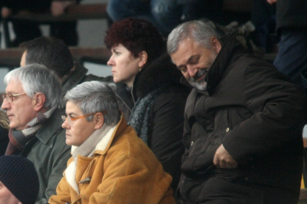 Alferio Canesin sulle tribune dell'Helvia Recina alle spalle della presidnete Tardella