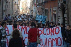manifestazione-studenti-ottobre2010-300x198