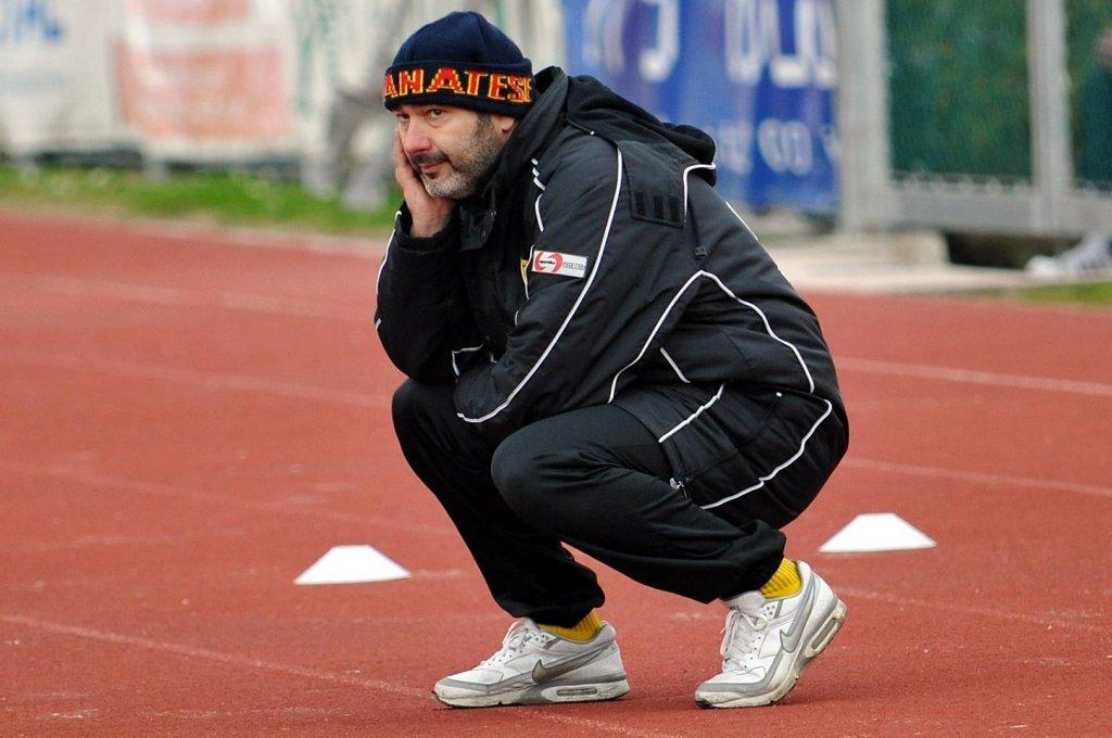 L'allenatore della Recanatese Mirco Omiccioli