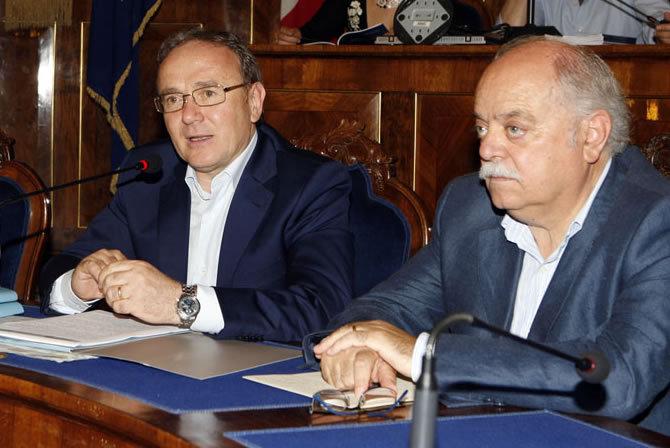 Franco Capponi (candidato presidente del centro destra) e Antonio Pettinari (candidato presidente del centro sinistra) un anno fa ...quando erano presidente e vice presidente della Provincia