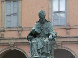 La statua di Sisto V a Camerino