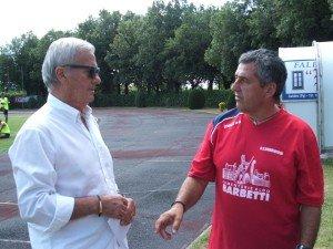 Romano-mengoni-a-sinistra-a-colloquio-con-il-DS-Gigi-Simoni