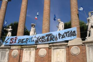 referendum-piazza-della-vittoria-macerata1-300x200
