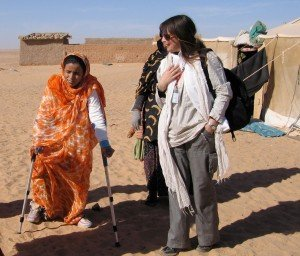 Barbara-Vittori-in-visita-ai-campi-profughi-di-una-ragazza-operata-in-Italia