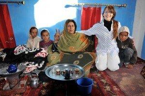 Con-una-famiglia-nei-campi-profughi