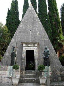 Monumento-Gigli-Recanati