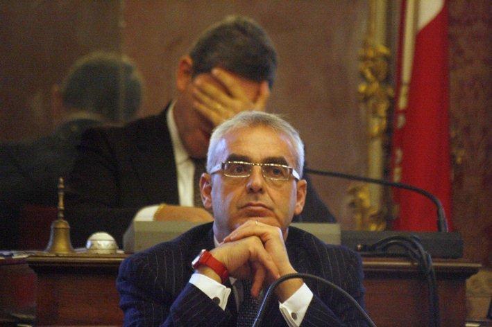 PENSIEROSO - Il sindaco Carancini  in Consiglio