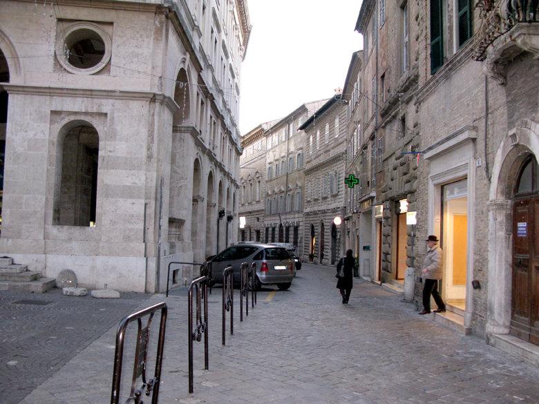 Corso Matteotti. presto chiuso al traffico.