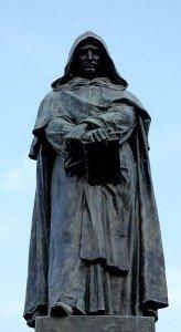 Il monumento di bronzo a Giordano Bruno, nella piazza romana di Campo de' Fiori