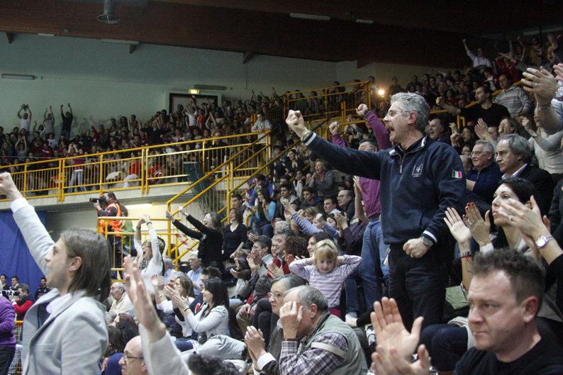 Gli spalti del Fontescodella durante una sfida di Champions con Trento