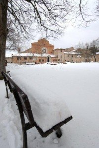 Neve-allAbbadia-di-Fiastra-foto-di-Carlo-Torresi-1-200x300