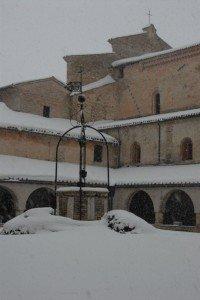Neve-allAbbadia-di-Fiastra-foto-di-Carlo-Torresi-11-200x300