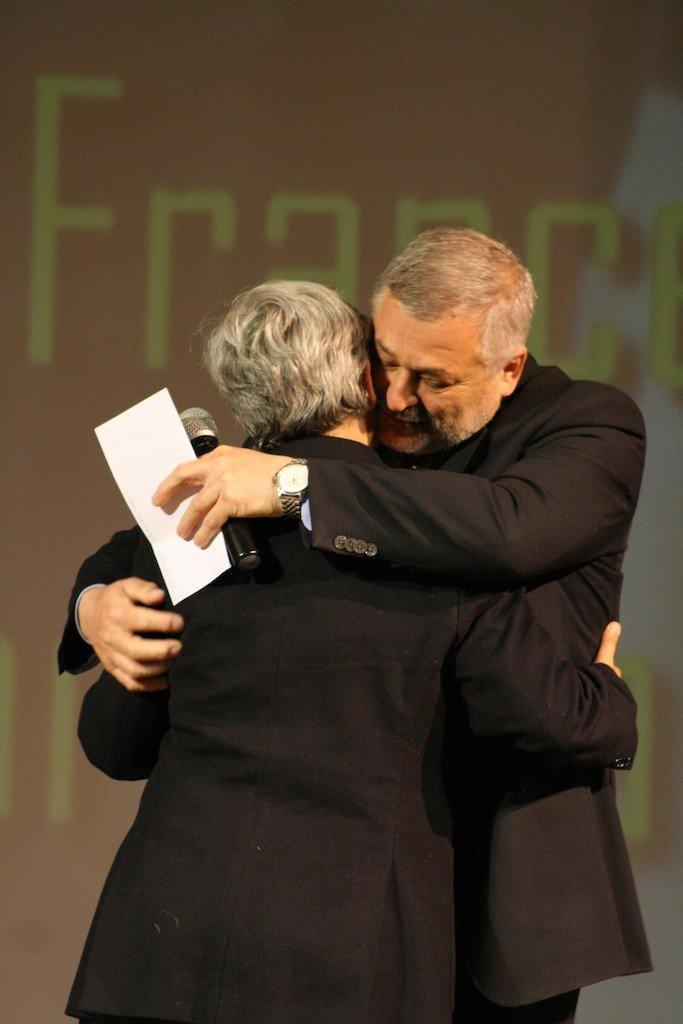 L'abbraccio tra Alferio Canesin e Maria Francesca Tardella