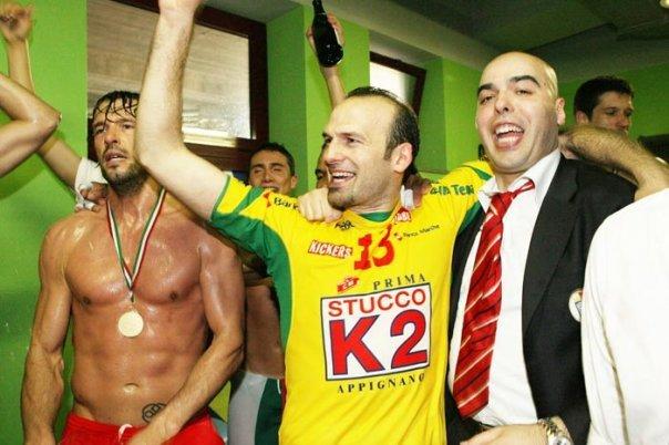 Mirko Corsano festeggia lo Scudetto del 2006 della Lube
