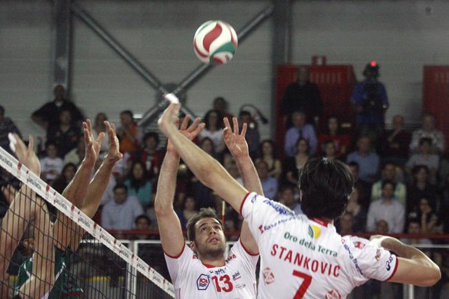 Dragan Travica durante la semifinale scudetto dello scorso anno a Osimo contro Cuneo