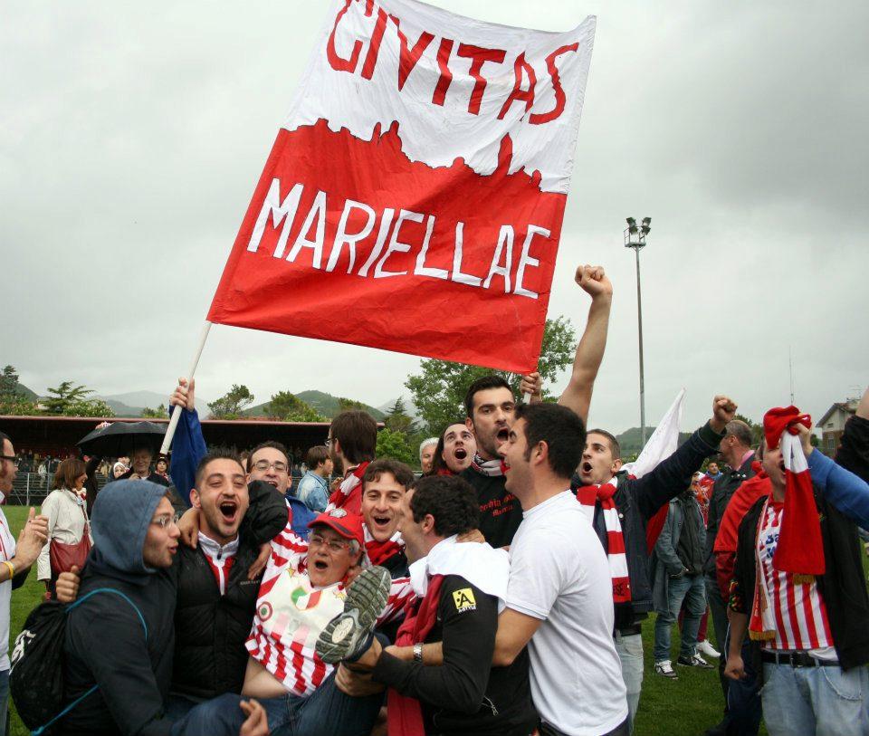 La presidentessa Maria Francesca Tardella portata in trionfo dai tifosi dopo la vittoria dello scorso campionato
