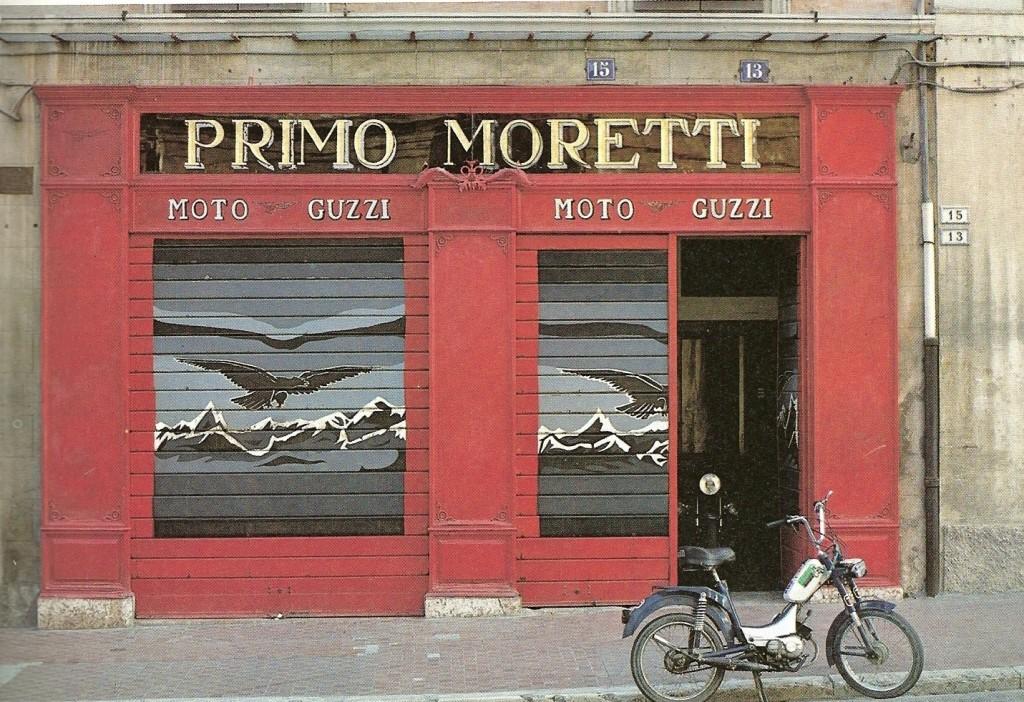La vetrina di Primo Moretti in una foto del 1979