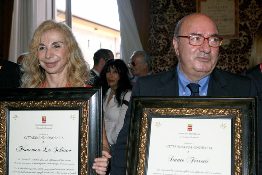 Il premio Oscar Dante Ferretti e la moglie Francesca Lo Schiavo hanno ricevuto la cittadinanza onoraria lo scorso 16 luglio al Comune di Macerata