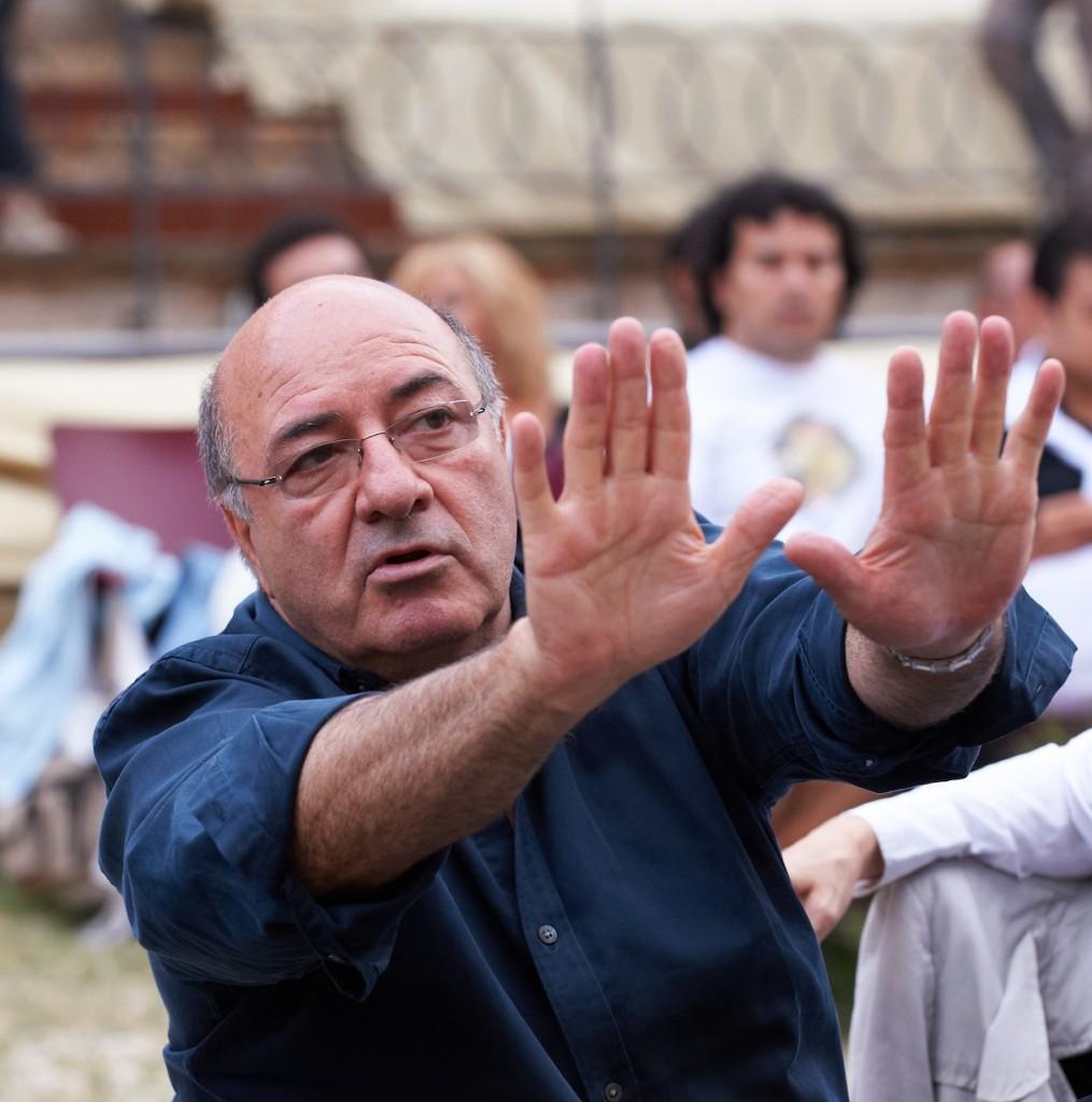 Dante Ferretti allo Sferisterio durante le prove della sua Carmen del 2008 (foto Tabocchini)