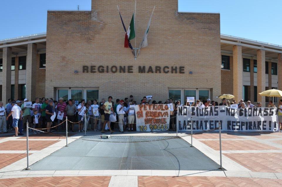 Una delle proteste in Regione da parte dei Comitati per il no al Biogas