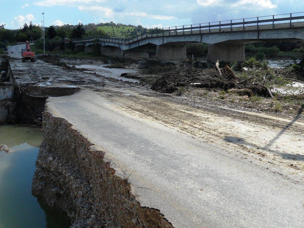Il ponte sul Fiastra lesionato