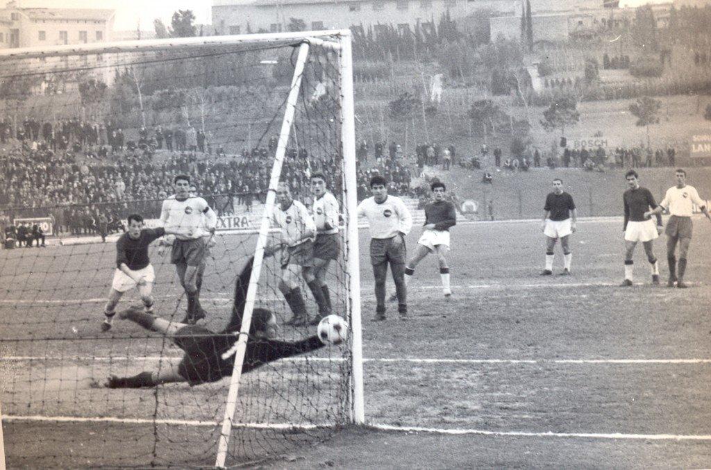 Dugin segna, con la maglia della Maceratese, il gol vittoria contro la Sambenedettese (stagione 1966/67)