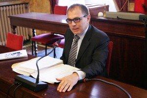 L'assessore Marco Blunno durante la conferenza stampa