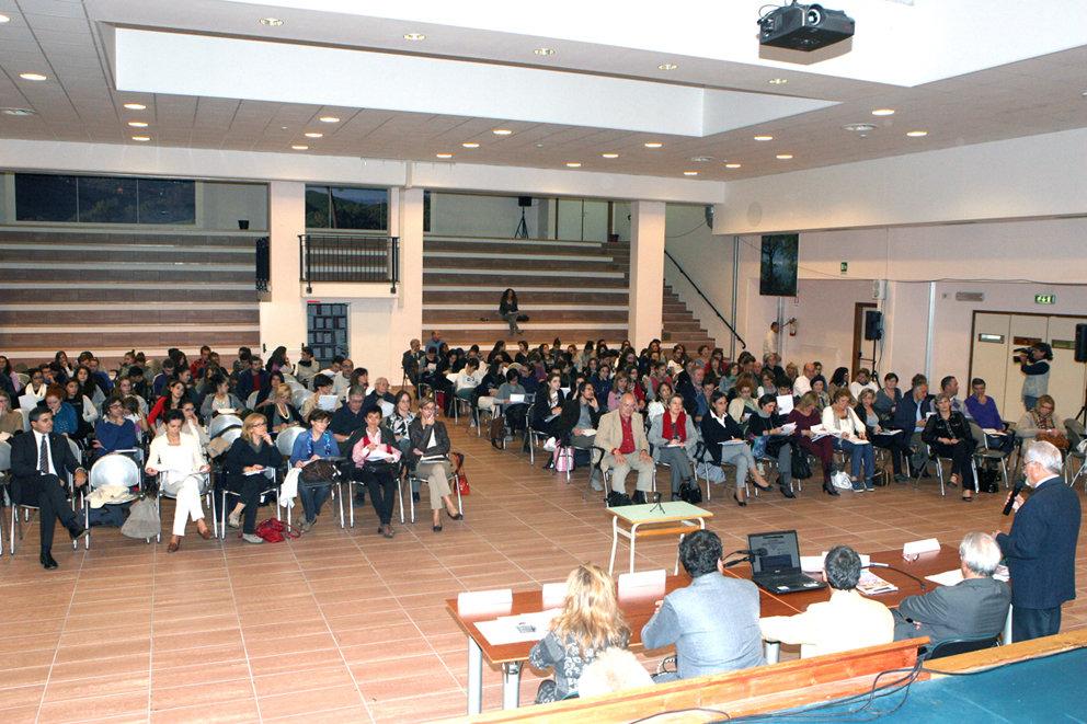Insegnanti maceratesi durante una riunione all'Itis
