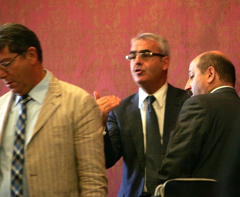 Discussione nel corso del Consiglio tra il sindaco Carancini, il presidente del consiglio Mari e il capogruppo Pd Ricotta