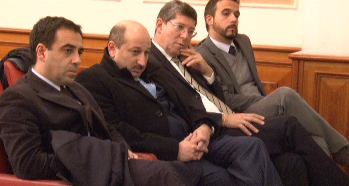 Il pubblico ascolta attento Franco Marini a Macerata