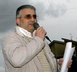 Sandro Bisonni durante un sit in al Cosmari