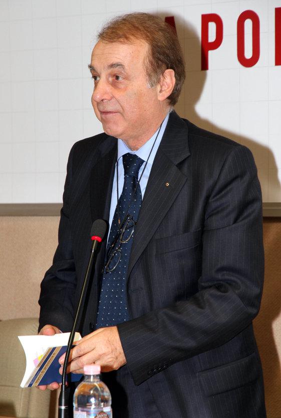 Il presidente di Confcommercio, Mario Volpini