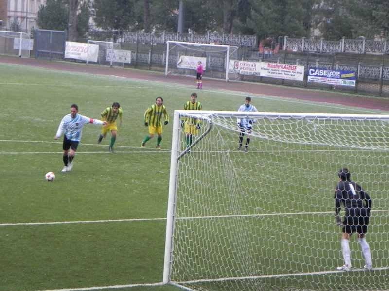 L'attaccante della Vis Macerata Fabio Gentili