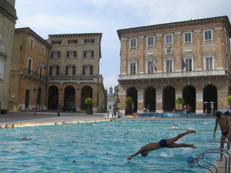 Piscine a Macerata (foto-ritocco di Filippo Davoli)