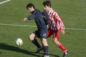 Il centrocampista Lattanzi in azione