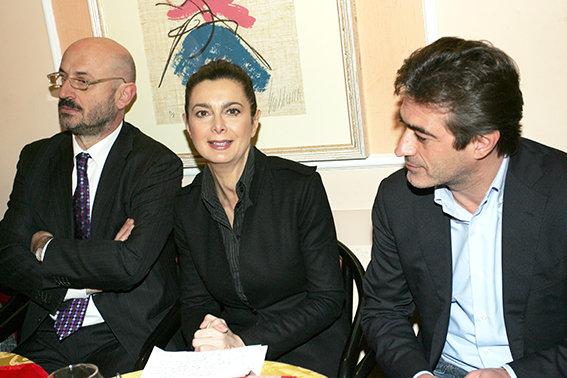 Laura Boldrini con i coordinatori locali Esildo Candria e Roberto Acquaroli durante una recente presentazione a Macerata