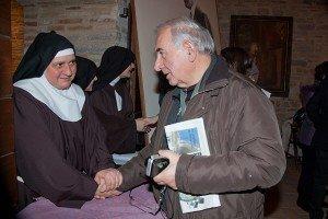 La badessa suor Rosaria Maria con don Giuseppe Branchesi