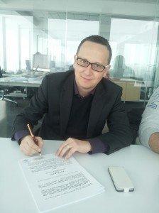 L'ingegner Luca Ferracuti Pompa alla firma del contratto