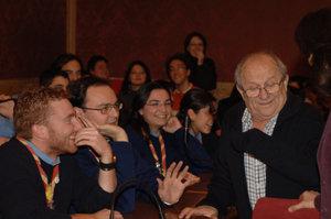 Don Ennio nell'aula consiliare del Comune attorniato dai ragazzi dell'oratorio