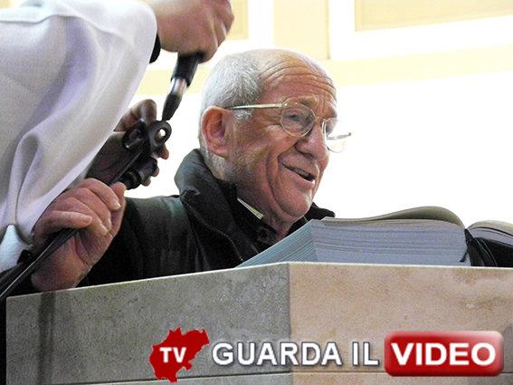 Vinicio Borgogna commosso ai funerali del fratello (clicca sull'immagine per guardare il video)