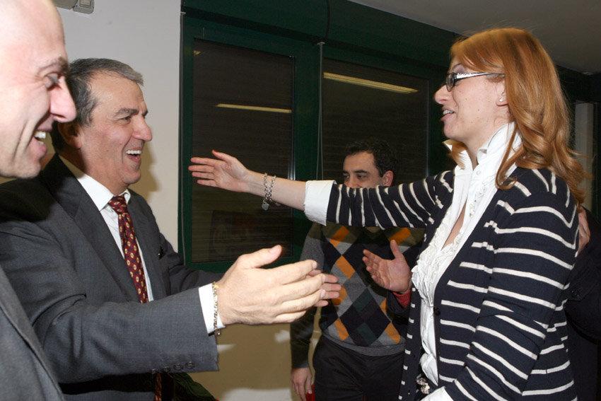 Irene Manzi e il neo senatore Mario Morgoni festeggiano l'ingresso in Parlamento