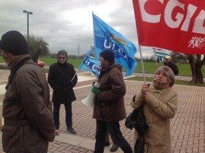 Un presidio dei lavoratori di Banca delle Marche.