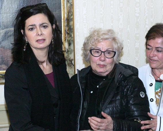 Laura Boldrini con la cognata dei fratelli Sopranzi